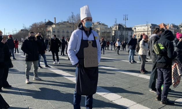 Érdektelenségbe fulladt a hétfői tüntetés a Hősök terén