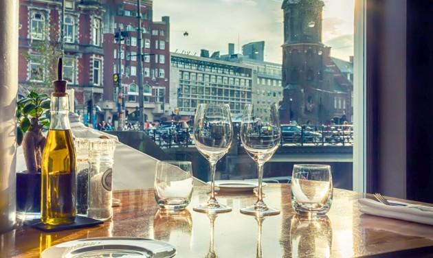 Hollandia szeptemberben beszüntetné a távolságtartásra vonatkozó szabályokat