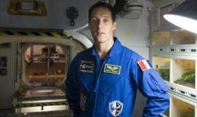 Air France pilótából űrhajós