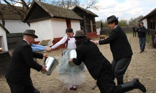 Rügyfakasztás és vízbevetés a Szeri Húsvéton