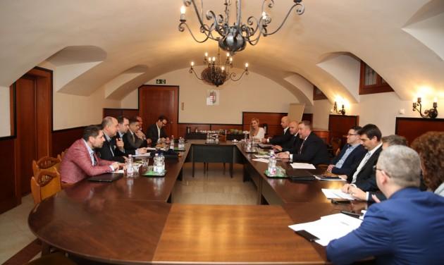 A vendéglátó ágazat képviselőivel egyeztetett a NAV