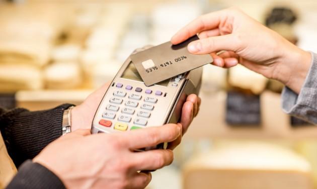 Érintéses kártyák: maradhat a PIN-kód nélküli fizetések limitje