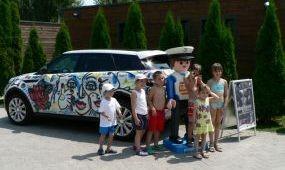Tízmilliós fagylaltos kocsival a Balatonra