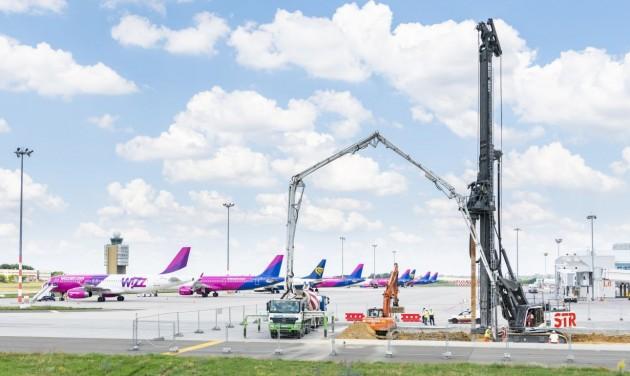 Folytatódnak a repteres fejlesztések