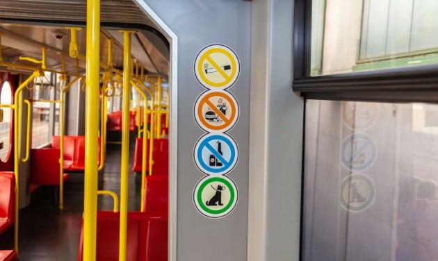 Tilos enni Bécsben a metrón