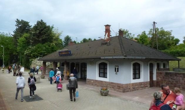 Indulhat az észak-balatoni vasútállomások felújítása