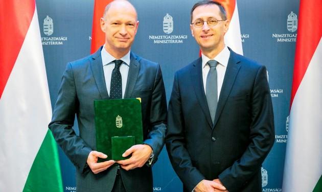 Miniszteri elismerést kapott a Budapest Airport vezérigazgatója