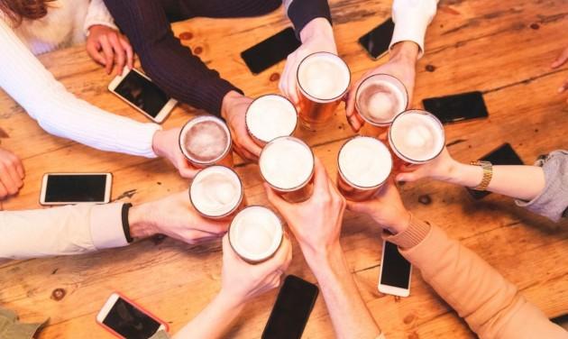 Szigorít Anglia: maximum hat ember csoportosulhat
