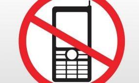 Telefoneldobó versenyt hirdet a sárvári fürdő