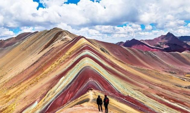 Peru szivárványszínű hegye