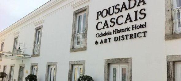 Művésznegyed szállodák körül a portugál partoknál