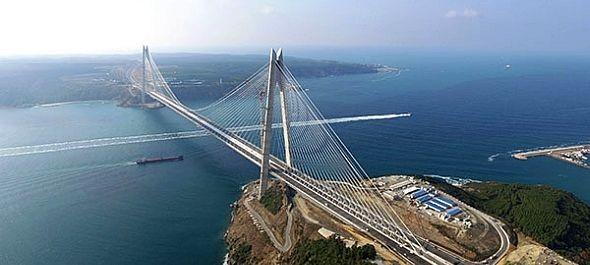 Megnyílt Isztambul Európát Ázsiával összekötő harmadik hídja