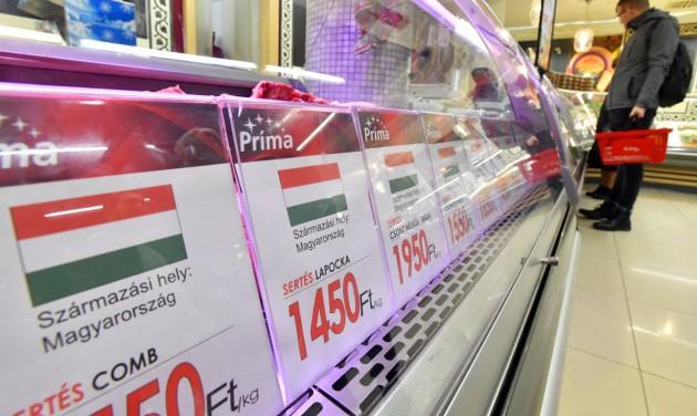 Zászlókkal jelölik a sertéshúst a nagyobb boltokban