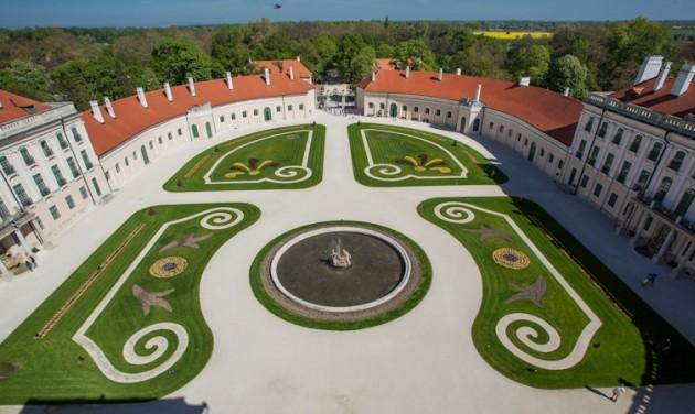 Tematikus parktúrákkal nyit a fertődi Esterházy-kastély