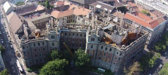 Bontják az Andrássy úti palotát