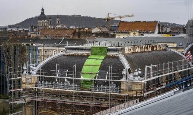 A szeptemberi tanévkezdésre megnyílik a Nyugati pályaudvar felújított csarnoka
