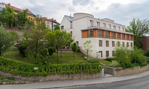 Szállodai recepciós, Budapest
