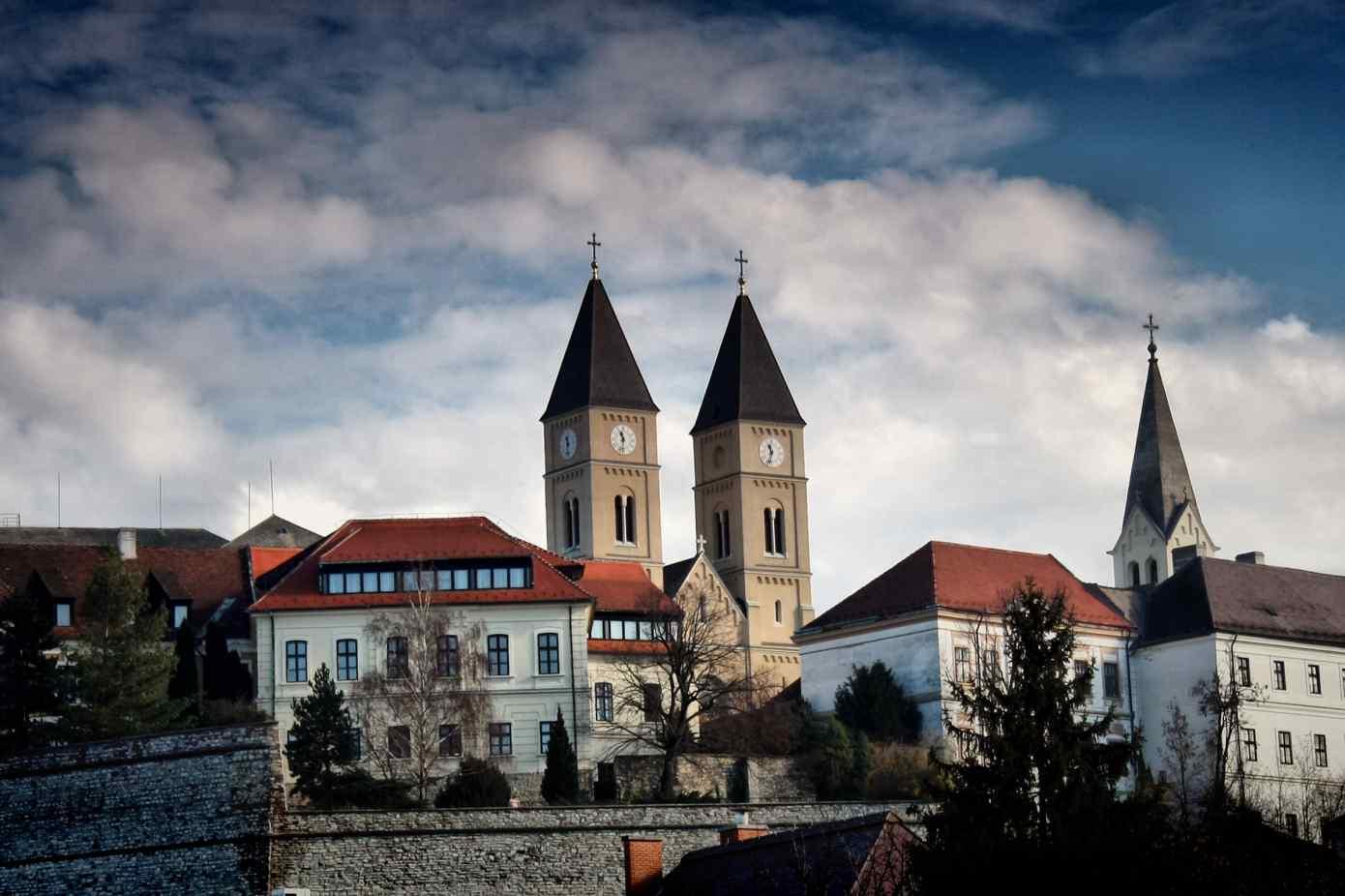 Veszprém és a Balaton együtt indulhat az EKF 2023 címért ...