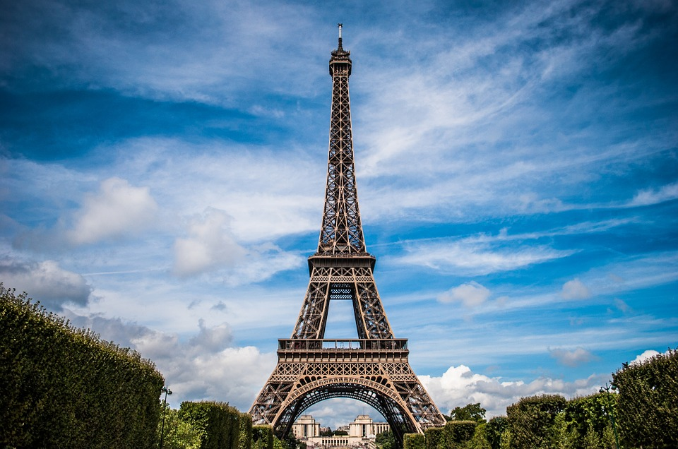 keresi az embert párizsban taurus nő search